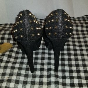 QUPID Spiked Glittery Black and Gold Platform Heel